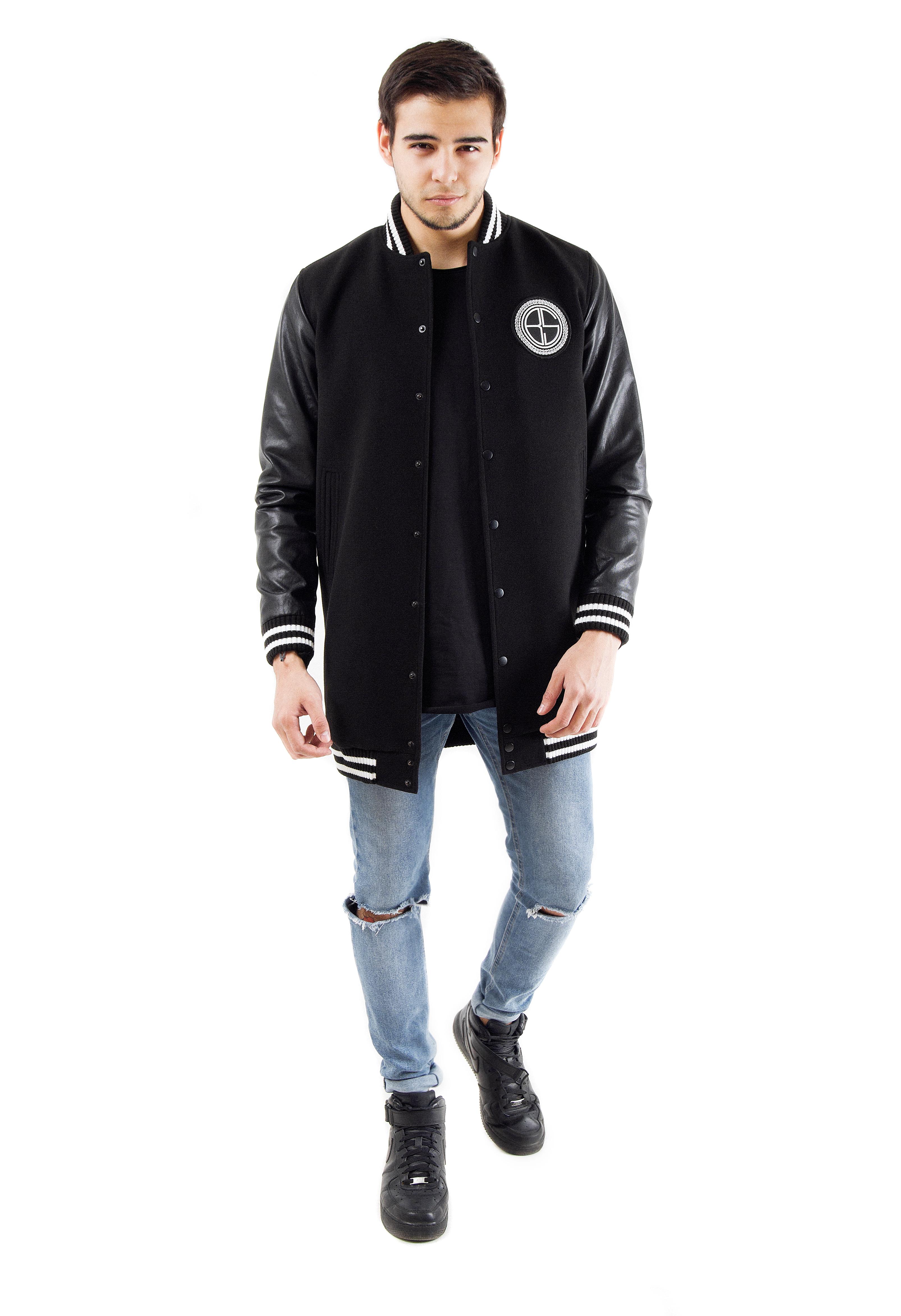 Куртка мужская Wreath Logo WhiteЭффектная черная куртка удлиненного кроя на кнопках подчеркнет чувство стиля и уверенность в себе. Рукава модели выполнены из кожаного материала, манжеты, воротник и пояс отделаны трикотажной резинкой в черно-белую полоску. Примечательная деталь – круглая нашивка с логотипом Black Star, дополненным кантом из лаврового листа. С внутренней стороны практичная подкладка и жаккардовый лейбл бренда.<br><br>Размер: XS<br>Цвет: Черный<br>Пол: Мужской