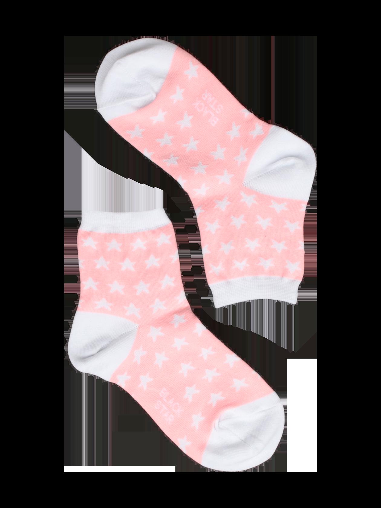 Носки детские SUPER STARНоски детские Super Star – обязательная вещь в каждом шкафу. Современная фабричная вязка, натуральный высококачественный материал обеспечивают комфорт и удобство во время активных движений. Модель представлена в двух цветовых вариантах – с черным задником, пяткой, звездами и белой стопой или белыми деталями на розовом фоне. Основание голенища дополнено фиксирующей резинкой. Носки детские из коллекции Black Star Wear отлично подходят для повседневной носки, выдерживают частые стирки.<br><br>Размер: 5-7 years<br>Цвет: Розовый<br>Пол: Унисекс