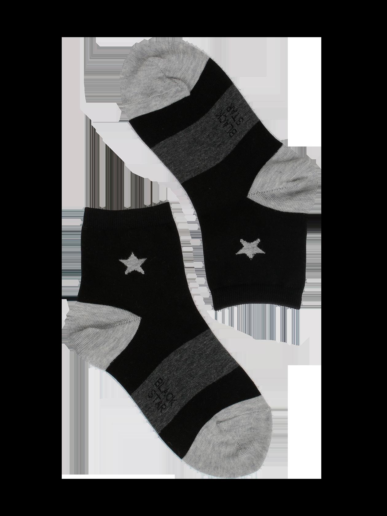 Носки детские ONE STARНоски детские One Star – стильная и практичная вещь в гардеробе активного ребенка. Модель облегающей формы со средней высотой голенища. Высококачественный материал на основе натурального хлопка обеспечивает чувство комфорта при носке. Изделие доступно в двух расцветках: черной с серыми деталями и принтом в виде звезды или серой с черными деталями и рисунком. Верхний край голенища оформлен эластичной вставкой, удобно фиксирующей аксессуар на ноге. Носки детские от бренда Black Star подходят на каждый день.<br><br>Размер: 4-5 years<br>Цвет: Черный<br>Пол: Унисекс