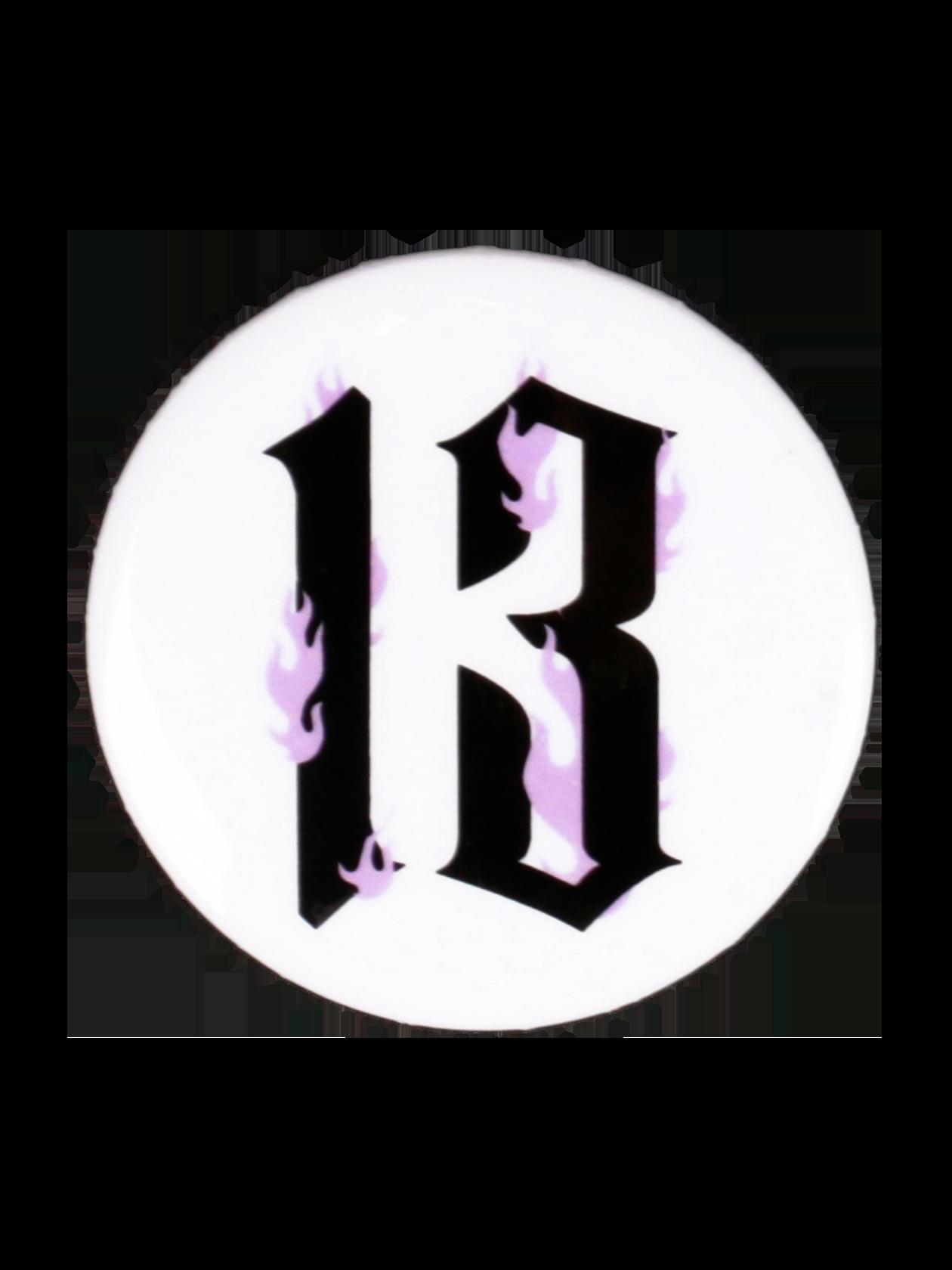 Значок QUEEN 13Значок Queen 13 добавит повседневному образу выразительности и особого стиля. Аксессуар выполнен в традиционной форме круга, изготовлен из высококачественного и экологически чистого материала. Дизайн дополнен контрастной надписью Queen 13. Изделие крепится с помощью надежной английской булавки, подходит для декора одежды или сумки. Значок от бренда Black Star Wear представлен в черном и белом цвете.<br><br>Размер: Единый размер<br>Цвет: Белый<br>Пол: Унисекс