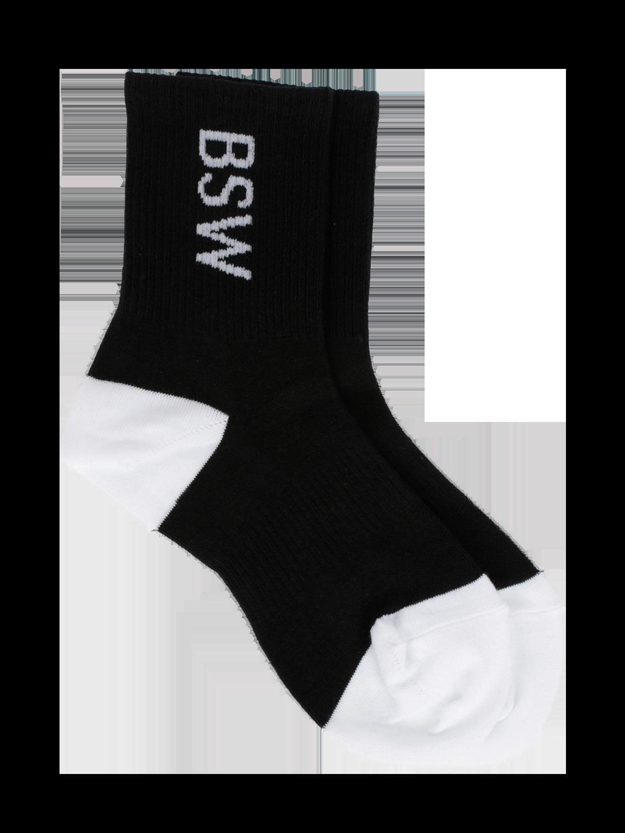 Носки унисекс BSWНоски унисекс BSW – стильная и практичная вещь, необходимая в каждом гардеробе. Модель классического кроя с эластичным голенищем средней высоты. Базовая черная расцветка разбавлена белыми вставками из основного материала на пятке и носке. Лаконичный дизайн дополнен символикой Black Star Wear, нанесенной в виде вышивки на боковые стороны изделия. Носки изготовлены из высококачественного хлопка, отличаются износостойкостью и удобством. Подходят для любого сезона.<br><br>Размер: 39/40<br>Цвет: Черный<br>Пол: Унисекс