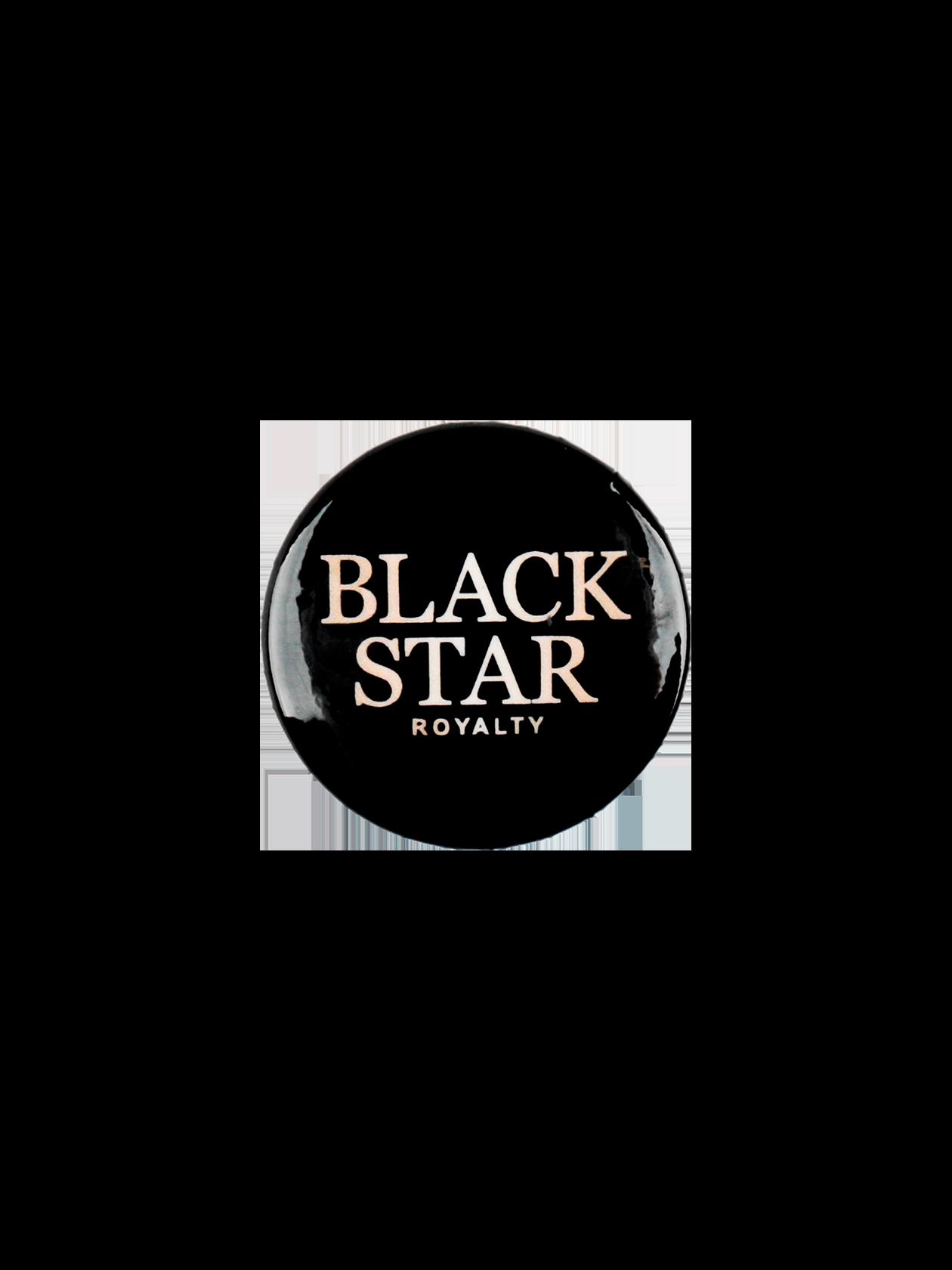 Значок ROYALTY BLACK STARЯркий, стильный значок Royalty Black Star поможет при создании индивидуального лука. Модель идеально подойдет к спортивной и повседневной одежде, сумкам. Аксессуар выполнен из прочного материала с глянцевым покрытием, застегивается на английскую булавку. Изделие небольшой круглой формы с надписью «Black Star Royalty». Значок представлен в трех цветах – ментоловом, черном и розовом. Может использоваться в качестве оригинального подарка.<br><br>Размер: Единый размер<br>Цвет: Черный<br>Пол: Унисекс