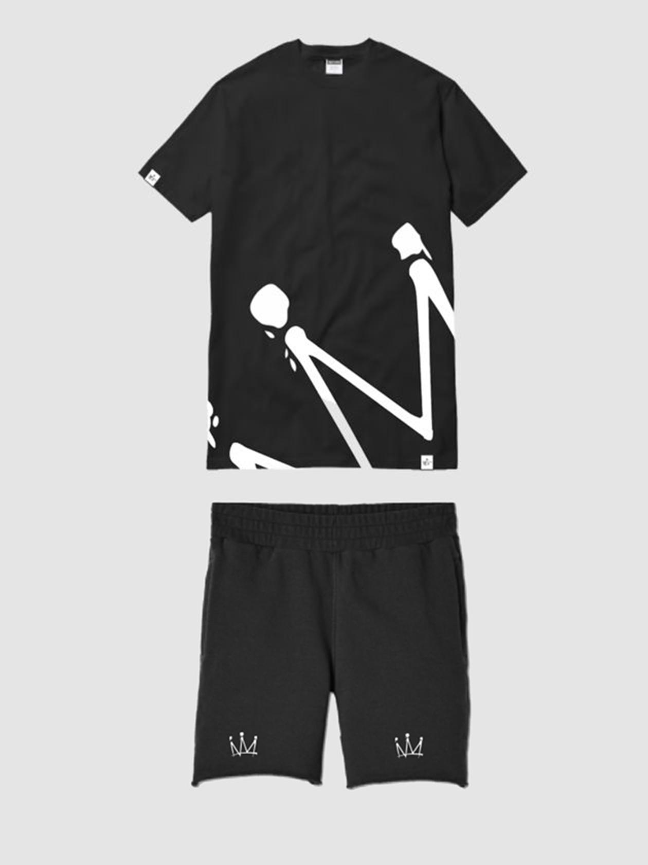 Mens sweatsuit HALF CROWNМужской костюм Half Crown из коллекции артиста Мота – идеальный выбор для повседневного и спортивного стиля. Комплект представлен в черном цвете. Футболка прямого свободного кроя со спущенной линией плеча, узкой эластичной горловиной. На правом рукаве фирменная нашивка бренда. Шорты полусвободного силуэта с широкой резинкой на поясе и внутренним задним карманом на листочке. Эффектная фишка изделия – узнаваемый принт «корона», разделенный на части и оформленный на футболке и шортах. Костюм создан из натурального хлопка высочайшего качества.<br><br>size: S<br>color: Black<br>gender: male
