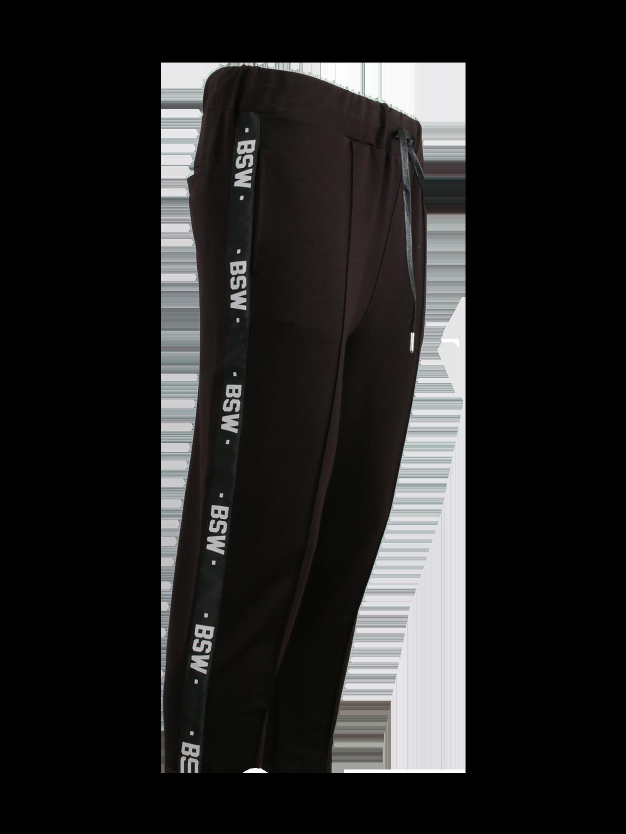 Брюки мужские STRIPE BSЧерные брюки мужские Daily Star – незаменимая вещь в шкафу. Модель лаконичного кроя обладает прямым зауженным к низу силуэтом. Широкий пояс на резинке дополнен завязками для лучшей фиксации по фигуре. Сзади и по бокам внутренние карманы, позволяющие хранить личные предметы. Декоративные элементы дизайна – боковые вставки в виде вертикальных полосок с многочисленными надписями BSW. Брюки мужские изготовлены из высококачественного натурального материала на основе хлопка. Идеально подходят для спорта, отдыха и на каждый день.<br><br>Размер: XL<br>Цвет: Черный<br>Пол: Мужской