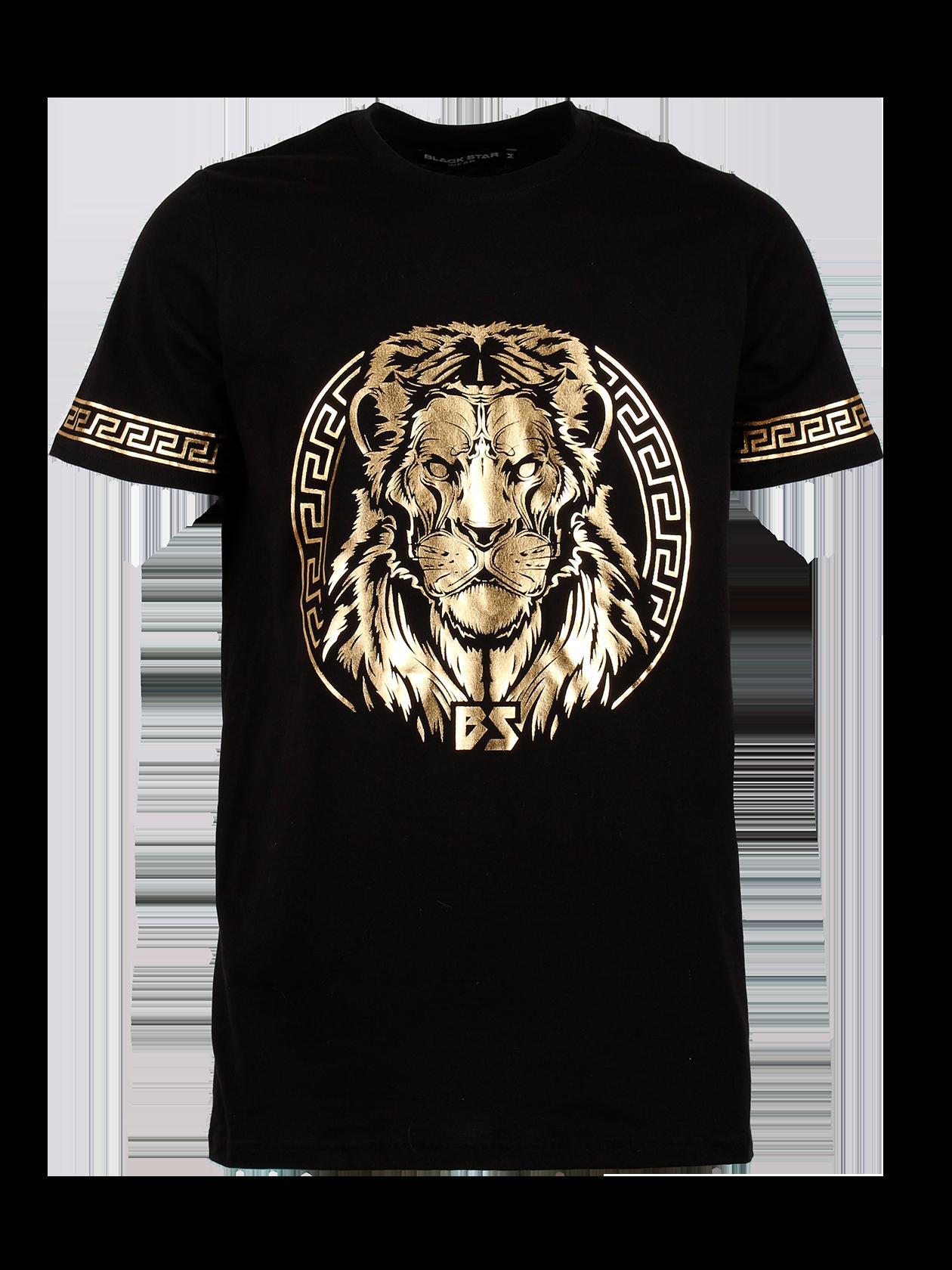 Футболка мужская GOLD LIONФутболка мужская Gold Lion – вещь, достойная стать частью повседневного гардероба. Удлиненная базовая модель свободного прямого кроя. Неглубокая горловина дополнена жаккардовой нашивкой с логотипом Black Star Wear на внутренней стороне. По краю рукава оформлен принт с греческим орнаментом. На полочке эффектный золотистый рисунок в виде головы льва в круге и символов BS. Натуральный хлопковый материал премиального качества обеспечивает высокую практичность изделия. Футболка представлена в черном цвете.<br><br>Размер: XS<br>Цвет: Черный<br>Пол: Мужской